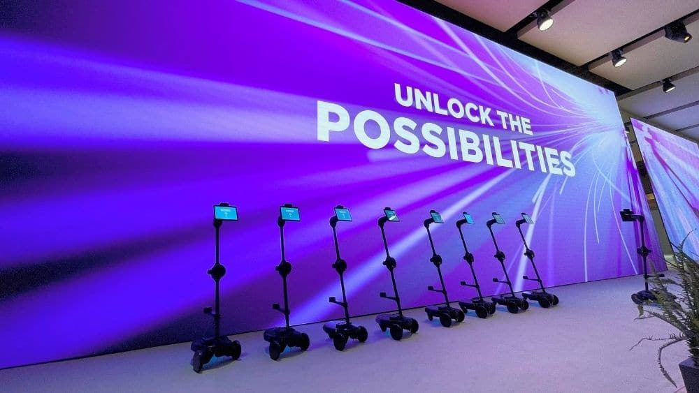 100 Ohmni Robots at MWC 2021 in TelcoDR's CLOUD CITY